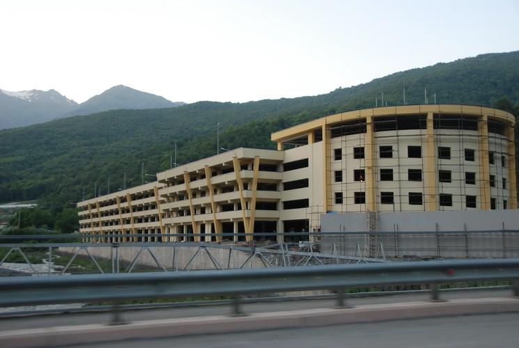 Паркинг на горнолыжных курортах Красной Поляны